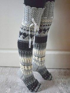 Wool Socks, Knitting Socks, Hand Knitting, Mode Crochet, Knit Crochet, Knitting Patterns, Crochet Patterns, Knit Boots, Crochet Slippers