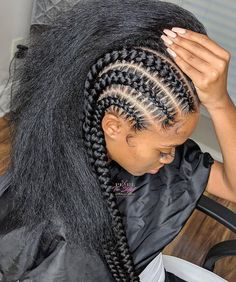 All styles of box braids to sublimate her hair afro On long box braids, everything is allowed! For fans of all kinds of buns, Afro braids in XXL bun bun work as well as the low glamorous bun Zoe Kravitz. Feed In Braids Hairstyles, Braided Hairstyles For Black Women, Braids For Black Hair, African Hairstyles, Wig Hairstyles, Big Hair, Cornrows Braids For Black Women, Hairstyles 2018, Hairstyle Ideas