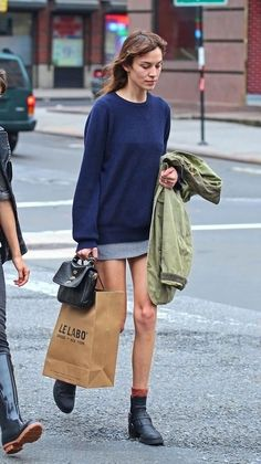alexa chung style best outfits - Page 63 of 100 - Celebrity Style and Fashion Trends Look Fashion, Fashion Outfits, Womens Fashion, High End Fashion, Fashion Wear, Alexa Chung Style, Sporty Chic, Models, Mode Inspiration