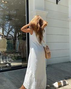 Moda feminina para se inspirar. #modaevangelica#modafeminina#diy#façavocêmesmo#cortecostura#woman#vestido#estilodemulher#blusafeminina#vestidosporestilo#saia#saiamidi#camiseta#acessóriosfemininos#joias#bijuterias#joiasfemininas#vestidomidi#beleza#diy#ideiasdeblusafeminina#blusaciganinha#blusadelese Modest Dresses, Simple Dresses, Casual Dresses, Fashion Dresses, Classy Outfits, Stylish Outfits, Beautiful Outfits, Maxi Skirt Outfits, Frock For Women