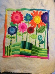 Flores telares embroidery, embroidered clothes y folk embroi Hand Embroidery Flowers, Embroidery Stitches, Embroidery Patterns, Mexican Embroidery, Crafts To Sell, Diy And Crafts, Paper Crafts, Quilt Stitching, Scrapbook Pages