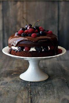 Tarta Selva Negra con frutos rojos
