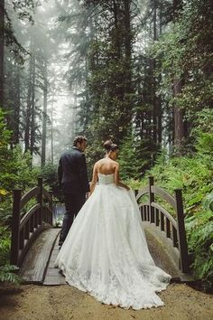 Brides want to find themselves finding the ideal wedding ceremony, but for this they require the most perfect wedding gown, with the bridesmaid's outfits complimenting the brides dress. Here are a few ideas on wedding dresses. Wedding Wishes, Wedding Pics, Wedding Bells, Trendy Wedding, Wedding Photoshoot, Wedding Stuff, Wedding Shoot, Outdoor Wedding Pictures, Wedding Tumblr