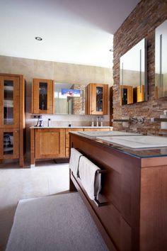 TV-Screen im Badezimmer Spiegel. Wer noch mehr über das Smarthome von Klaus Geyer Elektrotechnik lesen möchte, findet alles in unserem Artikel #smarthome #badezimmer #mirrortv #homify