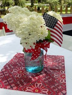 An Easy and Simple Mason Jar Patriotic Centerpiece