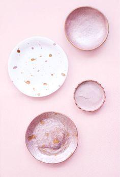 DIY : Comment fabriquer des récipients en argile autodurcissante ? Diy Vide Poche, Clay Plates, Diy Clay, Creations, Pottery, Diy Crafts, Sculpture, Ceramics, Simple