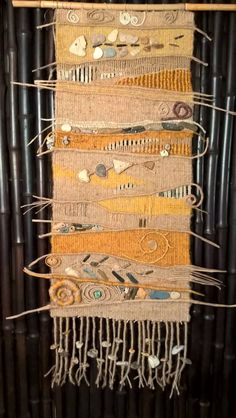 weaving with stones ( Izabella Simon ) Weaving Textiles, Weaving Art, Tapestry Weaving, Loom Weaving, Hand Weaving, Textile Fiber Art, Textile Prints, Weaving Wall Hanging, Tatting