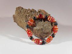Millefiori-Armband, handgefertigtes Einzelstück, Länge ca. 18 mm, Millefiori-Perlen, rot-gelb, schwarze Glasperlen 6 mm, rote Straßspacer, Elastikband