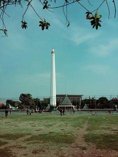 Today's weekend, met up with my friends at Tugu Pahlawan Surabaya #lastmornin