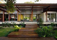 Anclada en un precioso paisaje tropical, aquí se encuentra la Preta Beach House, una casa muy especial en plena playa brasileña de Preta. El resultado de una renovación conducida por el estudio Nitsche Arquitetos Associados de la localidad brasileña de San Sebastián.