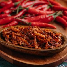Feel the crunchy of Malaysia sambal bilis original recipe. Come in 2 flavour. Original and spicy Can eat with rice or bread. Halal Recipes, Original Recipe, Spicy, Curry, Beef, Canning, The Originals, Food, Meat