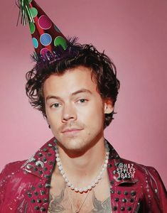 happy birthday to the love of my life.my bby harry edward styles. Harry Styles Birthday, Harry Styles Baby, Harry Styles Pictures, Harry Edward Styles, This Man, Foto One, Harry 1d, Harry Styles Wallpaper, Mr Style