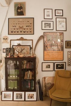 Joanna & Gerry Collectively Maximize Their Small Space — House Tour Deco Paris, Casas Shabby Chic, Small Room Design, Aesthetic Room Decor, My New Room, House Rooms, Room Inspiration, Bedroom Decor, Wall Decor