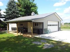 pole barn garage Build amazing sheds with over different projects! Pole Barn Garage, Carport Garage, Pole Barn House Plans, Pole Barn Homes, Garage Plans, Pole Barns, Garage Loft, Detached Garage, Dream Garage