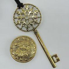 Santas Gold Snowflake Skeleton Key and Golden Coat Button Set 3191SET