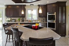 7 Hacks to Create Extra Kitchen Counter Space - Granite Transformations Best Kitchen Countertops, Refacing Kitchen Cabinets, Cabinet Refacing, Kitchen Tiles, Kitchen Design, Kitchen Worktops, Real Kitchen, Layout, Smart Home