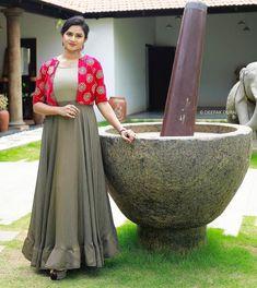 Stunning Anarkali Set Shrug For Dresses, Indian Gowns Dresses, Indian Fashion Dresses, Long Dresses, Designer Party Wear Dresses, Kurti Designs Party Wear, Designer Wear, Traditional Blouse Designs, Gown Party Wear