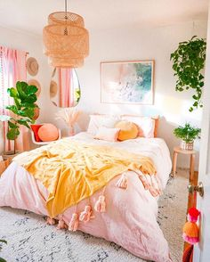 26 Rustic Bedroom Design and Decor Ideas for a Cozy and Comfy Space - The Trending House Cute Bedroom Ideas, Cute Room Decor, Dorm Room Comforters, Peach Bedroom, Pink Bedroom Decor, Bedroom Vintage, Dorm Room Designs, Bedroom Designs, Aesthetic Room Decor