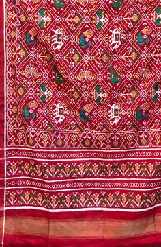 #Rakotipatola Art is manfacture of traditional patola Silk sarees  Cont/whatsup : 09824843007 Web: rajkotipatola.com #Silksarees  #silkdupatta  #Doubleikat  #Queenofsilks #Patolasaree #designerwear #traditionallook #silk #Indianwedding #puresilk#