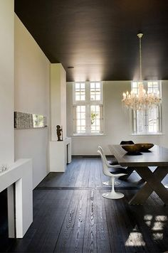 Interiors Photography: Marc Helden Publishing Digging the black ceiling. Marc-Heldens-Pas-Partoe_heinDigging the black ceiling. Home Design, House Design Photos, Modern House Design, Modern Interior Design, Interior Colors, Design Ideas, Modern Interiors, Design Art, Dark Ceiling