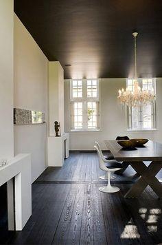 Zwarte houten vloer - lamp - eettafel - zwart - Knulst Houten Vloeren