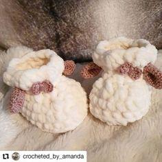 Crochet lamb slippers – baby booties – FREE pattern Half Double Crochet, Single Crochet, Crochet Hooks, Free Crochet, Baby Patterns, Crochet Patterns, Baby Booties Free Pattern, Baby Llama, Baby Slippers