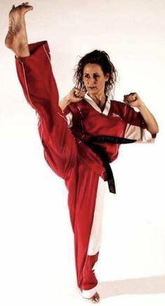 Karate Girl, Martial Arts Women, Barefoot Girls, Women's Feet, Taekwondo, Strong Women, Kicks, Art Women, Guys