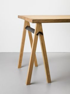 Minimalist trestle table legs that assemble without hardware! Easy to put together and take apart. Clever furniture design.
