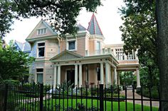 Charles Ave Victorian Home in New Orleans Old Houses, Manor Houses, New Orleans Homes, Historic Homes, Victorian Homes, Townhouse, The Neighbourhood, Condo, Real Estate