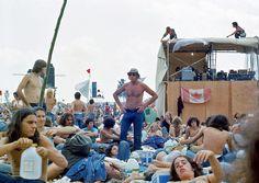 A Sunny Sea of Denim at the Watkins Glen Summer Jam in 1973 - Flashbak Garth Hudson, Summer Jam, Guinness Book, Watkins Glen, Rock Festivals, Rock Of Ages, Isle Of Wight, Grateful Dead, World Records