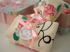 Meu convite especial das minhas madrinhas de casamento: caixa MDF forrada com tecido e as lembrancinhas. Que tal presentear com uma ecobag personalizada?