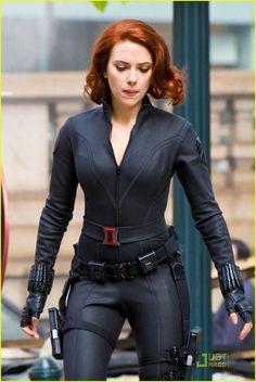 Scarlett Johansson Black Widow Costume The Avengers 570x852 Scarlett Johanssons Black Widow Costume in The Avengers