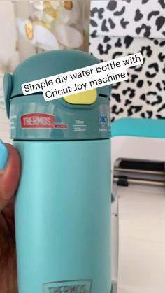 Middle School Art, Back To School, Design Your Own Home, Custom Cups, Water Storage, Cricut Tutorials, Bottle Design, Bottle Crafts, Crafts To Make