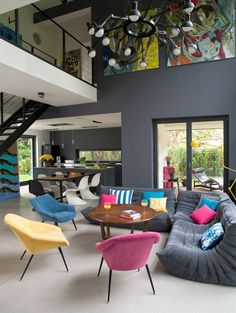 The beautiful colors shape this loft really good!