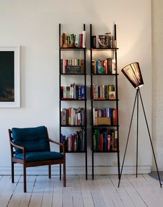 Le lampadaire Oslo wood northernlighting luminaire lighting design signed by Ove Rogne Wood Floor Lamp, Black Floor Lamp, Wood Lamps, Oslo, Floor Standing Lamps, Luminaire Design, Piece A Vivre, Design Moderne, Houses