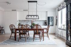 Birger Jarlsgatan 53 | Per Jansson fastighetsf�rmedling Ceiling Lights, Lighting, House, Home Decor, Decoration Home, Light Fixtures, Room Decor, Ceiling Lamps, Lights