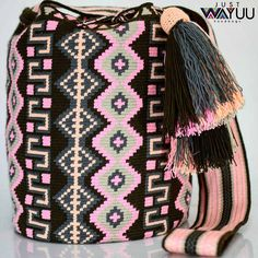 195 отметок «Нравится», 1 комментариев — Just Wayuu (@just.wayuu) в Instagram: «Handcrafted handbags made by indigenous wayuu in the north of Colombia. Worldwide shipping – envíos…»