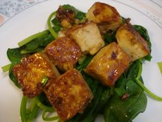 Honey Ginger Tofu Appetizer:  Ingredients:   Tofu  2 tablespoons reduced-sodium soy sauce  1 teaspoon toasted sesame oil  1 tablespoon olive oil little green onions, cut into very small pieces  1 teaspoon honey  2 teaspoon ginger mashed  1  teaspoon garlic mashed  some steam Spanish for decoration.