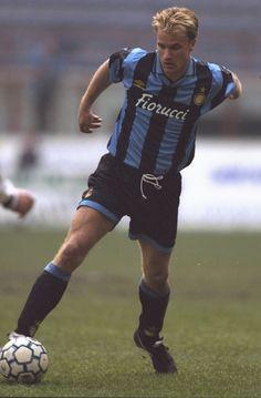 God of footy. Best Football Players, Football Soccer, Soccer Sports, Soccer World, World Of Sports, Fifa, Dennis Bergkamp, Soccer Cards, Everton Fc