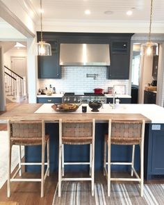 Uplifting Kitchen Remodeling Choosing Your New Kitchen Cabinets Ideas. Delightful Kitchen Remodeling Choosing Your New Kitchen Cabinets Ideas. Modern Farmhouse Kitchens, Rustic Kitchen, Cool Kitchens, Kitchen Dining, Kitchen White, Kitchen Counter Stools, Kitchen Modern, Country Kitchen, Half Wall Kitchen