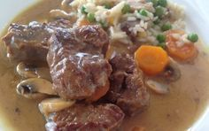 Beef with lemon, mushrooms and carrots - iCookGreek Lunch Recipes, Meat Recipes, Dinner Recipes, Cooking Recipes, Healthy Recipes, Cyprus Food, Pastry Cook, Greek Cooking, Greek Dishes