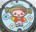 水戸市のご当地キャラクター「みとちゃん」をデザインしたマンホール