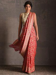 Indian Designer Sarees, Indian Silk Sarees, Georgette Sarees, Bengali Saree, Bengali Bride, Kerala Saree Blouse Designs, Saree Wearing Styles, Saree Designs Party Wear, Bridesmaid Saree
