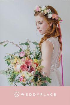 Ihr heiratet bald und seid auf der Suche nach Inspirationen für Brautfrisuren bei langen Haaren ? Dann seid Ihr bei uns genau richtig! #WeddyPlace #Brautfrisur #Brautfrisuren #Bridetobe #Hochzeit Glamour, Models, Wedding Designs, Crown, Flowers, Women, Gardening, Fashion, Bridal Looks