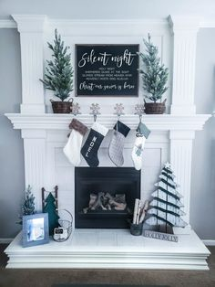 Christmas Decorations For The Home, Farmhouse Christmas Decor, Christmas Mantels, Country Christmas, Xmas Decorations, Christmas Home, Christmas Holidays, Christmas Crafts, Christmas Villages