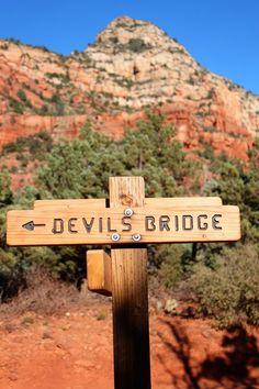 15 Fun Things to do in Sedona Arizona with Kids | Devil's Bridge #simplywander #devilsbridge #sedona #arizona New Orleans, New York, Arizona Travel, Sedona Arizona, Arizona Trip, Arizona State, Oak Creek Canyon, Canyon Road, Las Vegas