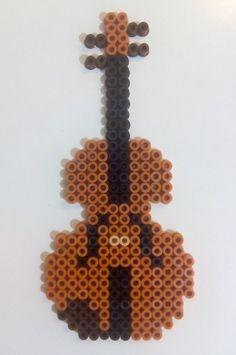 Viola en #HamaBeads #PerlerBeads #Pixelart #handmade #art #Pyssla #Music #Instruments