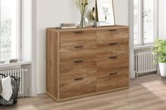 The stockwell is made from solid particleboard and MDF with a stylish rustic oak effect finish and sleek black handles. The storage chest features 4 large and 2 small handy drawers for storing away any clothes or essentials. Large Drawers, Storage Drawers, Storage Spaces, Ottoman Storage Bed, Bedroom Storage, Cream Bedrooms, Urban Rustic, Rustic Design, Modern Bedroom
