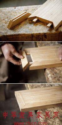 Pièces assemblées par des chevilles coincées dans une fentes. Cet assemblage permet une solidité de l'ensemble et une résistance a la pression.