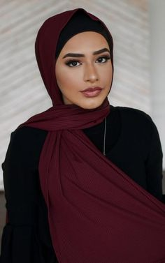 Ribbed Jersey is making us happy. in Burgundy. Turban Mode, Hijab Turban Style, Hijab Outfit, Hijabs, Turbans, Hijab Makeup, Hijab Style Tutorial, Simple Hijab, Hijab Stile